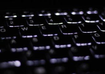 Logiciels libres, réseaux sociaux, désinformation et polarisation